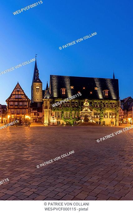 Germany, Saxony-Anhalt, Quedlinburg, town hall at night