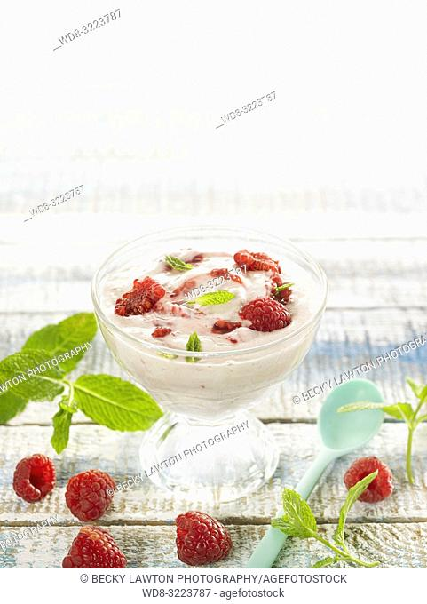mousse de platano con frambuesas / banana mousse with raspberries