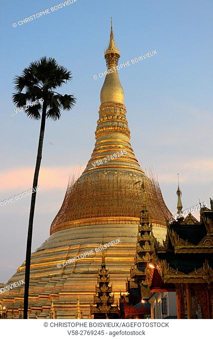 Myanmar, Yangon (Rangoon), Shwedagon pagoda at sunset
