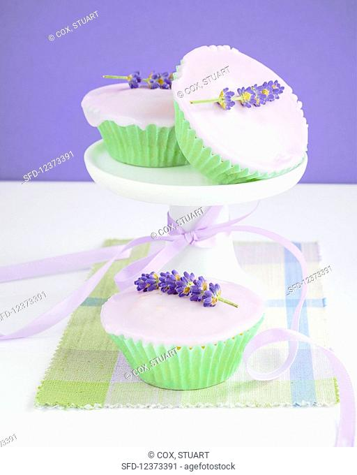 Cupcakes with fondant icing and lavender blossom