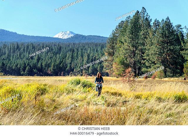 North America, USA, Central Oregon, Oregon, River Trail with Mount Bachelor