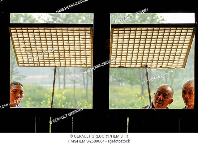 China, Sichuan Province, Pingle, villagers