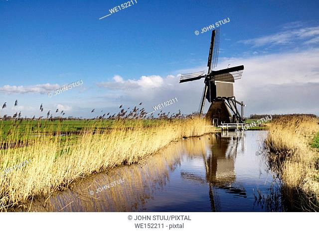 The Broekmolen is a windmill near Streefkerk in the Dutch region Alblasserwaard