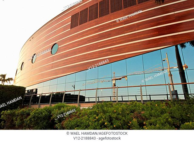 New Building in front of Dubai Jumeirah Beach