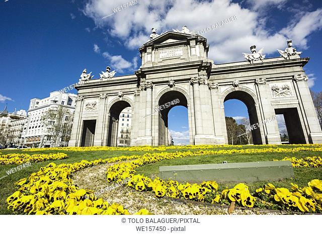 Puerta de Alcalá, roundabout of the Plaza de la Independencia, Madrid, Spain, Europe