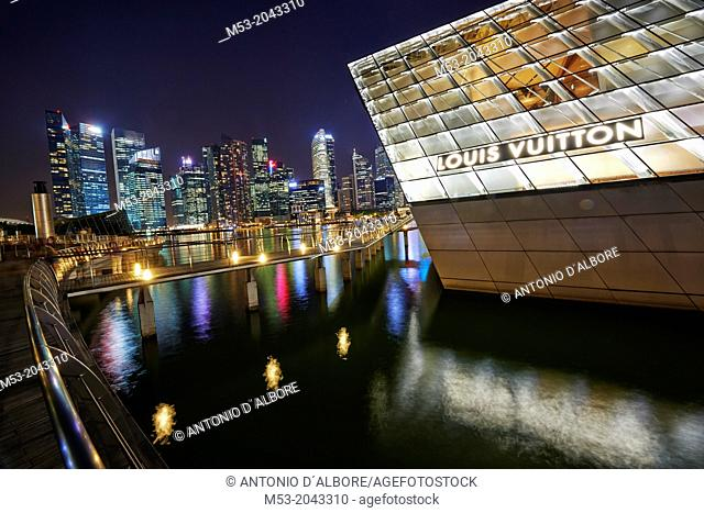 The Loius Vuitton Island Maison, a luxury shop designed by architect Peter Marino located in Marina Bay. In the background the skyscrapes of the Central...
