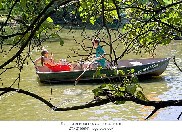 Central Park. The Lake. This lake is located south of the Great Lawn and rented boats to navigate the area. Praticable The Lake is divided into two areas are...