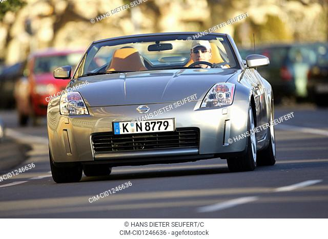 Car, Nissan 350 Z Roadster, model year 2003-, silver, Convertible, open top, driving, diagonal from the front, frontal view, country road