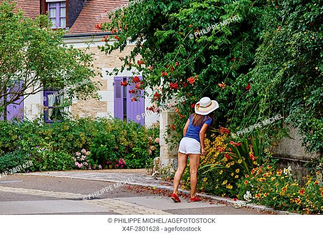 France, Indre-et-Loire (37), Chedigny, flowered village, garden, tourist, young woman