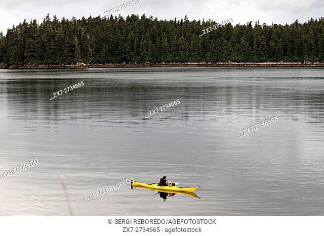 Passengers of cruise ship Safari Endeavour sea kayaking at Reid Glacier in Glacier Bay National Park. Enjoy an evening at anchor