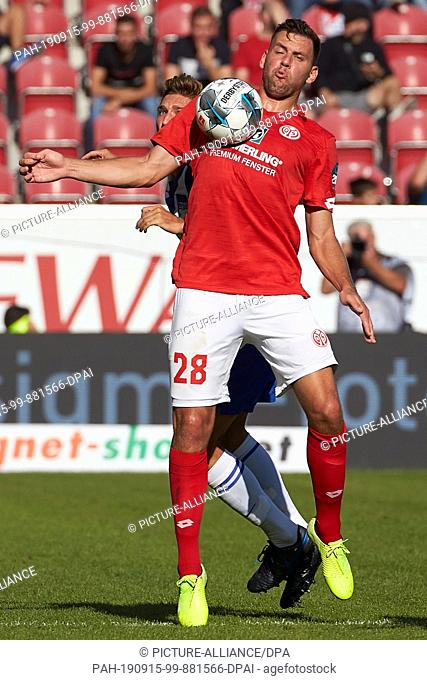 14 September 2019, Rhineland-Palatinate, Mainz: Soccer: Bundesliga, FSV Mainz 05 - Hertha BSC, 4th matchday in the Opel Arena. Adam Szalai from Mainz