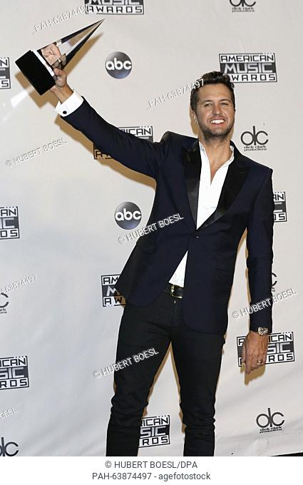 Luke Bryan poses with his award in the pressroom of the 2015 American Music Awards, AMAs, at Microsoft Theatre in Los Angeles, USA, on 22 November 2015