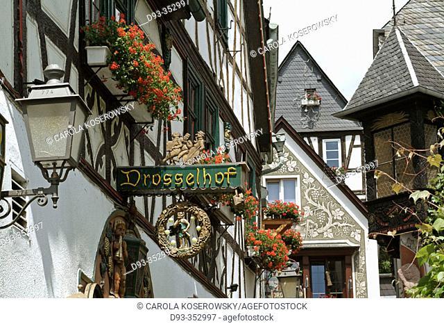 Drosselhof wine house, Drosselgasse street, Rüdesheim am Rhein, Rheingau region, Hesse, Germany