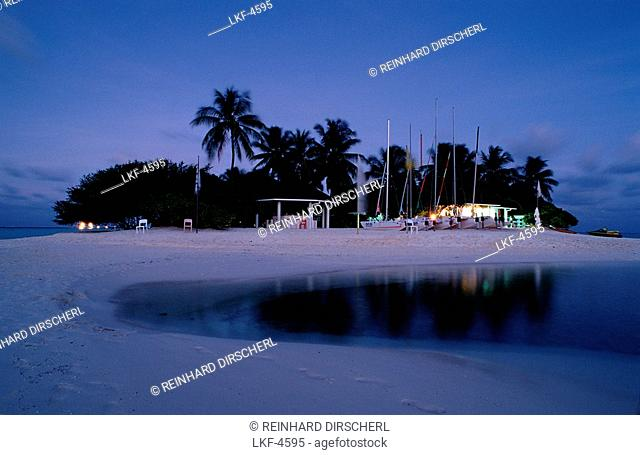 Beach on Maledivian Island, Maldives, Indian Ocean, Dhifushi, Ari Atoll
