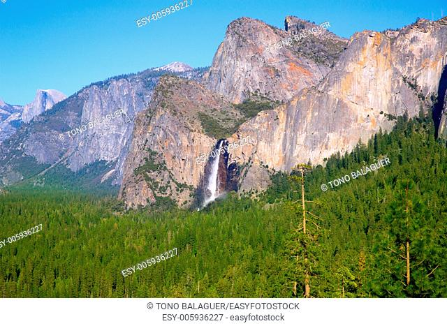 Yosemite el Capitan and Half Dome in California National Parks US
