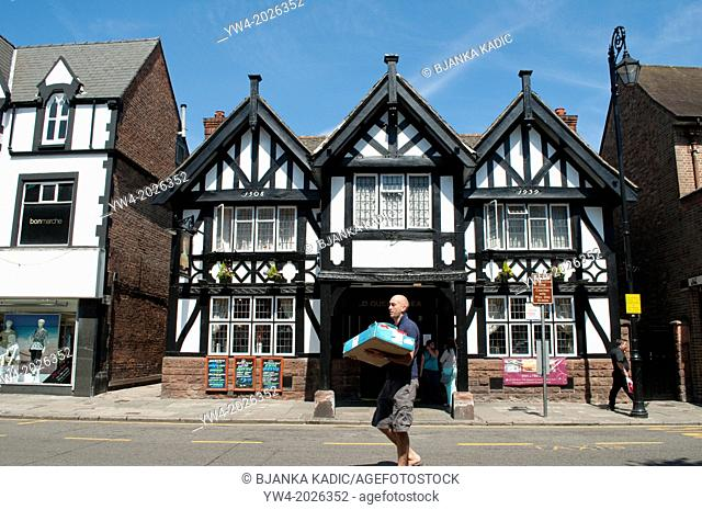Delivery man in front of The Queens Head Pub, Foregate Street, Chester, Cheshire, UK