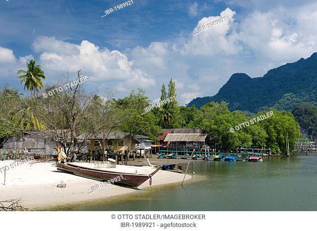 Fishing village of Ao Tha Len, Krabi, Thailand, Asia
