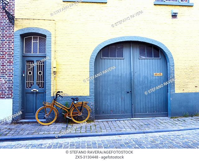 Bycicle and facade in Vuldersstraat - Bruges, Belgium
