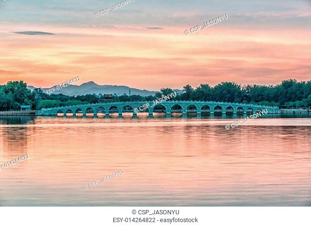 17 arch lion bridge