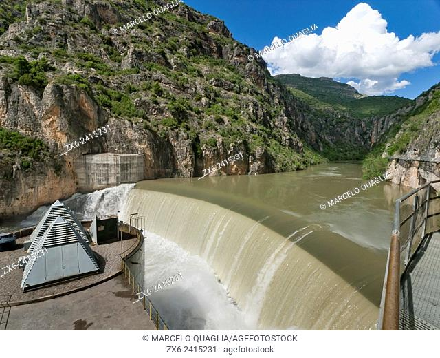 Camarasa hydroelectric power station and dam where Noguera Pallaresa and Segre rivers join together. Noguera region, Lleida province. Catalonia, Spain