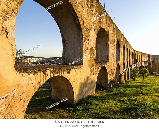 Aqueduto da Amoreira, the aqueduct dating back to the 16th and 17th century. Elvas in the Alentejo close to the spanish border