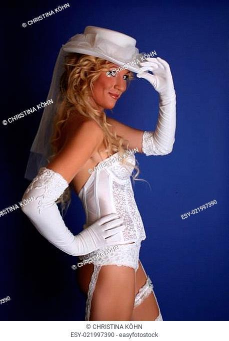 Elegante Braut in Dessous.