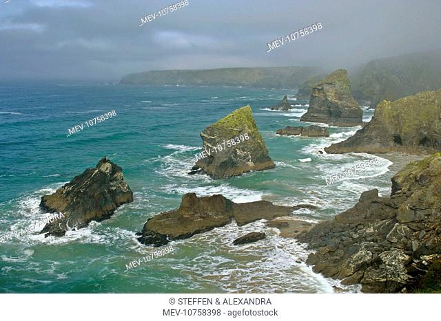 Bedruthan Steps - overview over rugged coastline and sea stacks