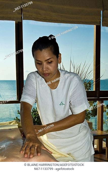 Therapist giving a massage, Six Senses Spa, Six Senses Hideaway resort hotel, Koh Samui island, Gulf of Thailand, Thailand