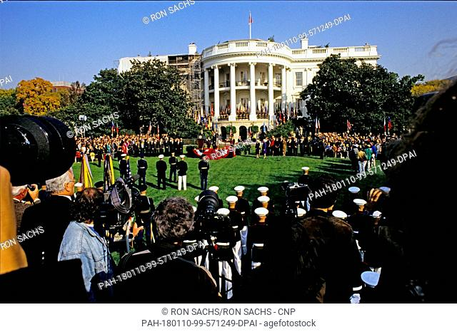 United States President George H.W. Bush hosts a State Arrival ceremony on the South Lawn of the White House honoring President Václav Havel of Czechoslovakia...