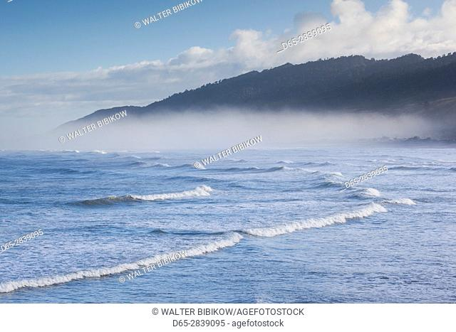 New Zealand, South Island, West Coast, Greymouth, beach, fog