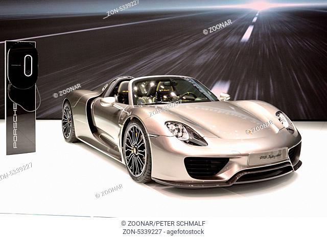 Porsche 918 Spyder mit Hochleistungs-Hybrid
