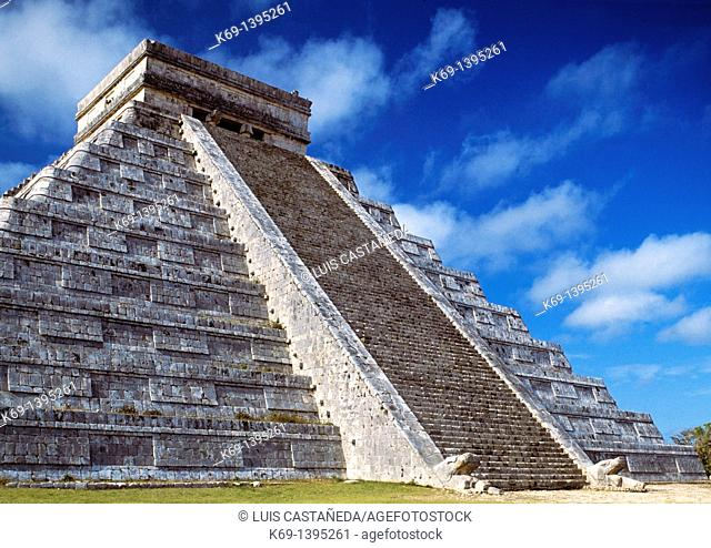 Chichén-Itzá is a large pre-Columbian archaeological site built by the Maya civilization located in the northern center of the Yucatán Peninsula
