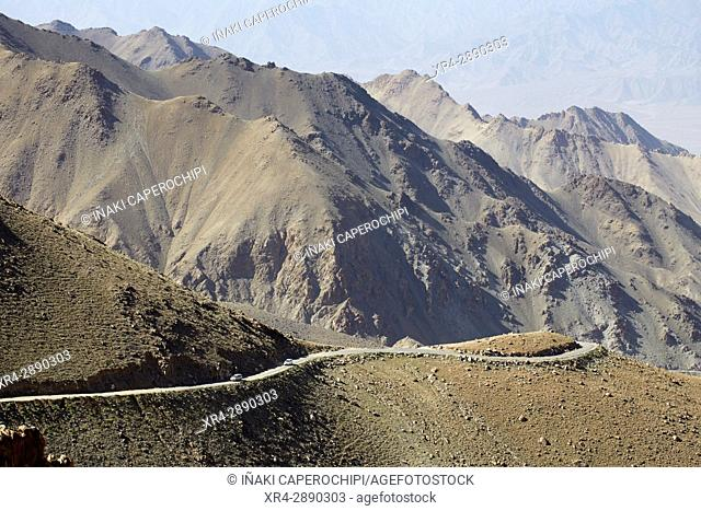 Subiendo el Khardung La Pass, Khardung La Pass, Ladakh, India