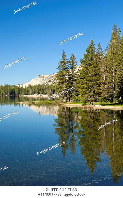 USA, California, Sierra Nevada, Yosemite, National Park, Tioga pass, road