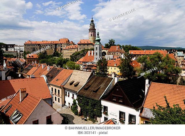 Cesky Krumlov Krumau at the Moldau Vltava Bohemian Forest Sumava Czech Republik old Town with the Schwarzenberg castle and St. Jost church