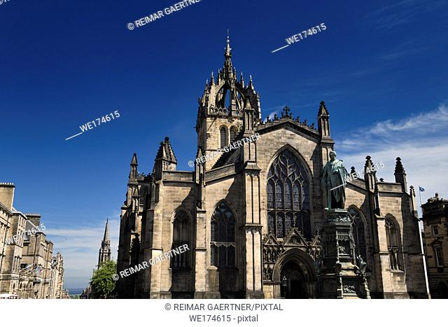 Statue of 5th Duke of Buccleuch and St Giles Cathedral with crown steeple in Parliament Square on the Royal Mile Edinburgh Scotland UK