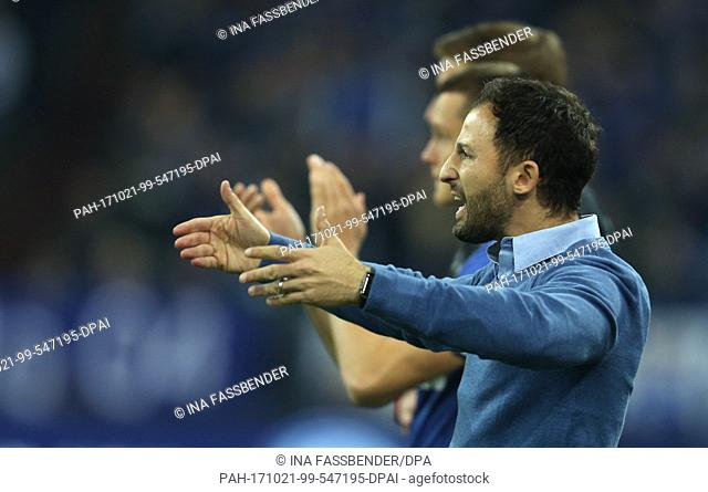 Schalke's coach Domenico Tedesco reacts during the German Bundesliga football match between FC Schalke 04 and FSV Mainz 05 in Gelsenkirchen, Germany