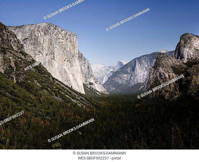 USA, California, Yosemite National Park, View of El Capitan and Half Dome
