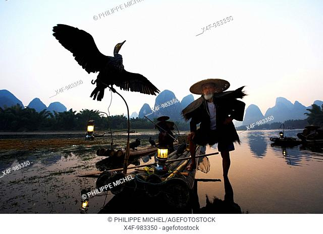 Cormorant fisherman on Li River, Yangshuo, Guilin, Guangxi, China