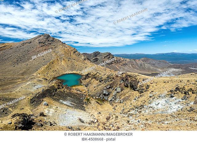 Emerald Lakes, crater, volcanic landscape, Tongariro Alpine Crossing, Tongariro National Park, North Island, New Zealand