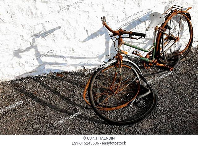 An old abandoned bicycle