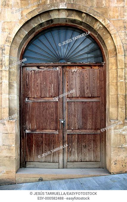 Puerta vieja  Alcoy  Alicante  Valencia  España  Europa  Pueblos de España