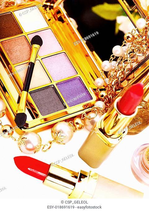 Decorative cosmetics for makeup