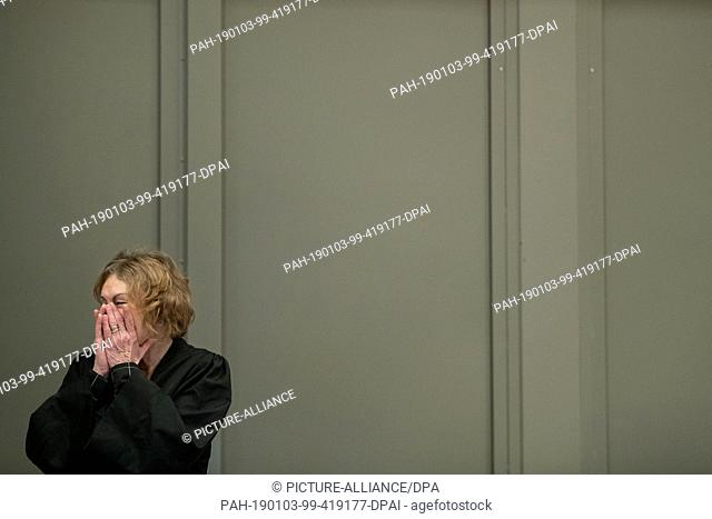 03 January 2019, Lower Saxony, Oldenburg: Kirsten Hüfken, lawyer for the patient murderer Niels Högel, stands in the courtroom with her hands on her face on the...