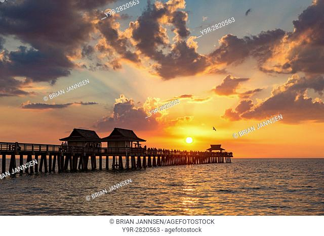 Setting sun over the Naples Pier and Gulf of Mexico, Naples, Florida, USA