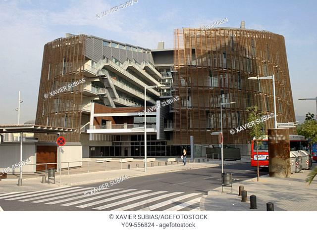 Biomedical research building by Manel Brullet and Albert Pineda, Barcelona. Catalonia, Spain