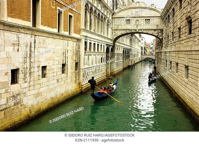 Ponte dei Sospiri (Bridge of Sighs). Venice. Veneto. Italy