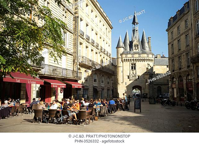 France, South-Western France, Bordeaux, door and cafe Cailhau