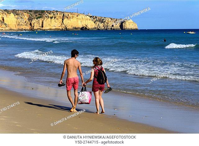 young couple on Porto de Mos beach, Ponta da Piedade in background, Lagos, Algarve, Portugal, Europe