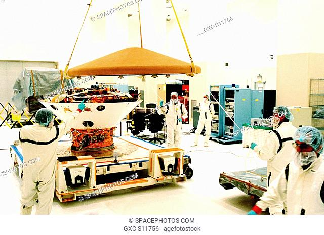10/03/1998 --- In the Spacecraft Assembly and Encapsulation Facility-2 SAEF-2, the top of the Mars Polar Lander is swung out of the way before testing